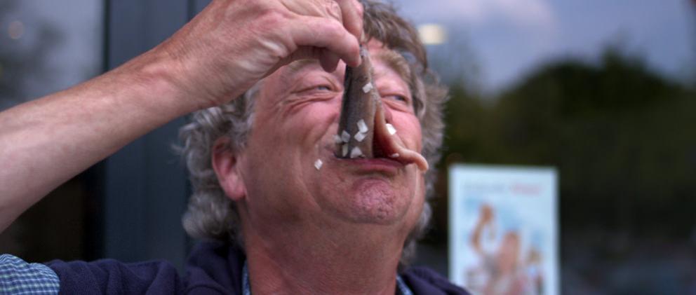 """Filmstill uit """"2 Look 4 a View"""" met Joop Wittermans"""