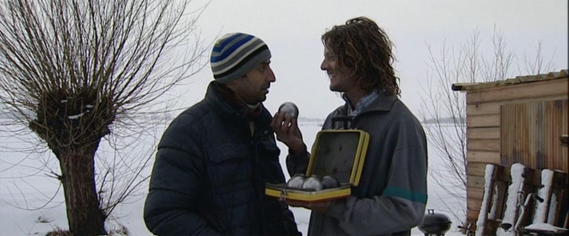 """Filmstill uit """"De Boule de Boule"""" met Hossein Mardani en Tygo Gernandt"""
